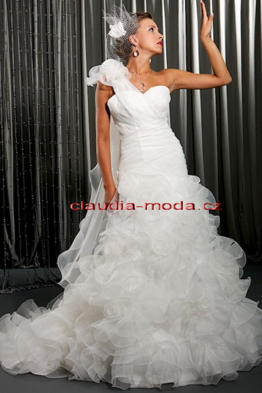 Svatebni Saty Pujceni Claudia Moda Cz
